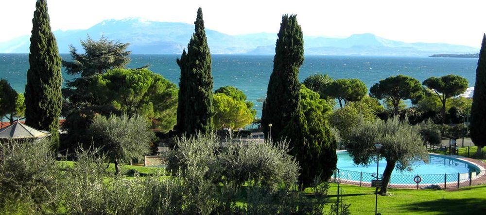 Camping with swimming pool on the Lake Garda