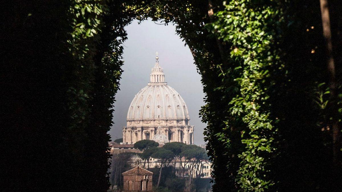 Cupola di San Pietro dal giardino degli aranci