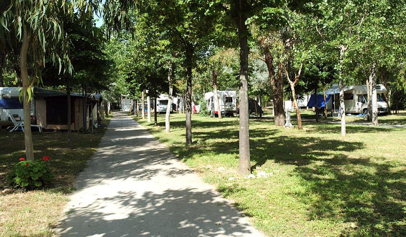 Vialetto nel campeggio