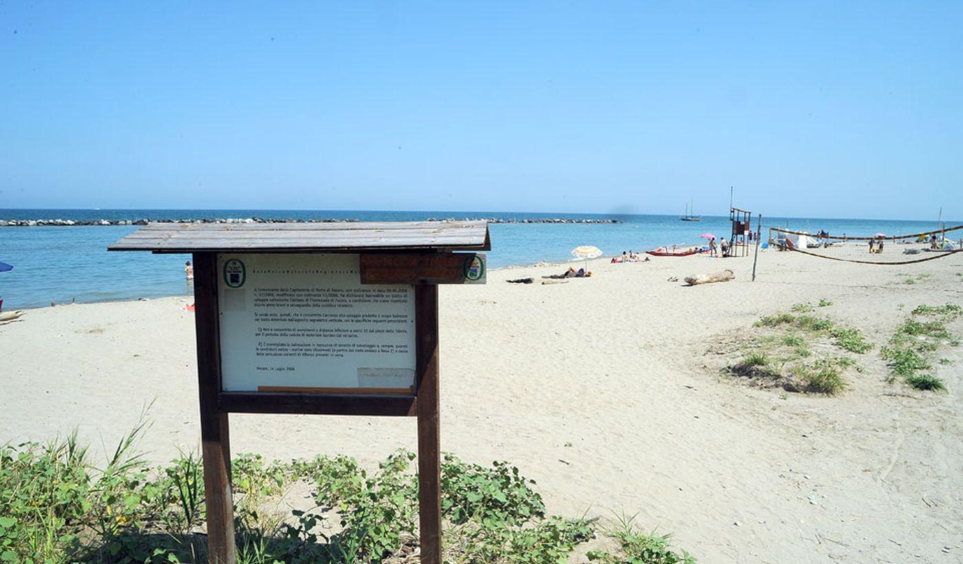 Der Strand des Campingplatzes, in den Marken