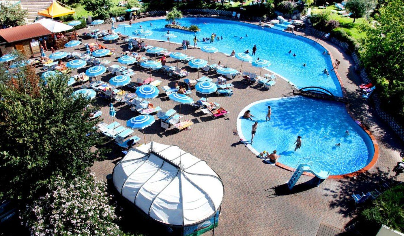 Swimming-Pool mit Jacuzzi