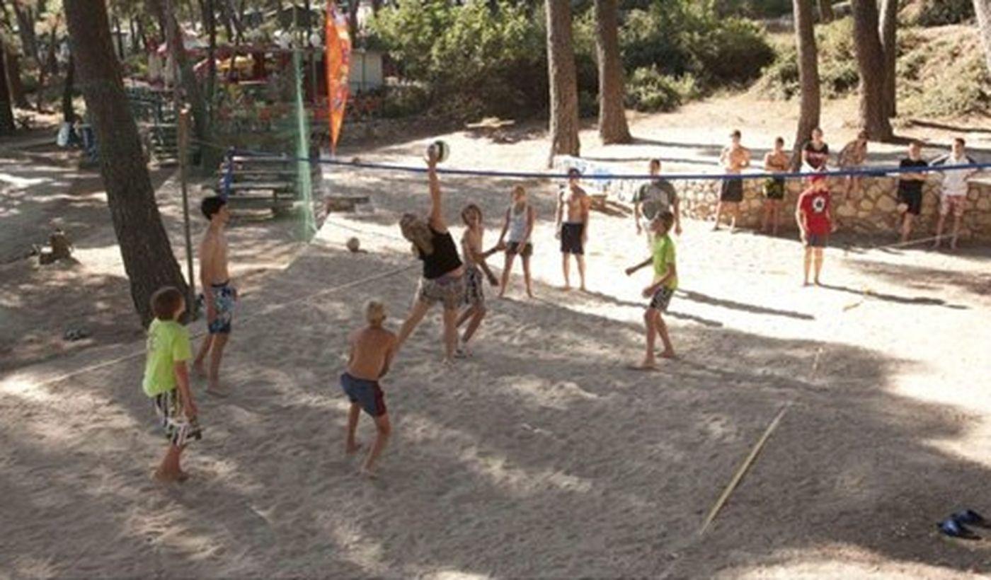 Campeggio con campo da Beach Volley
