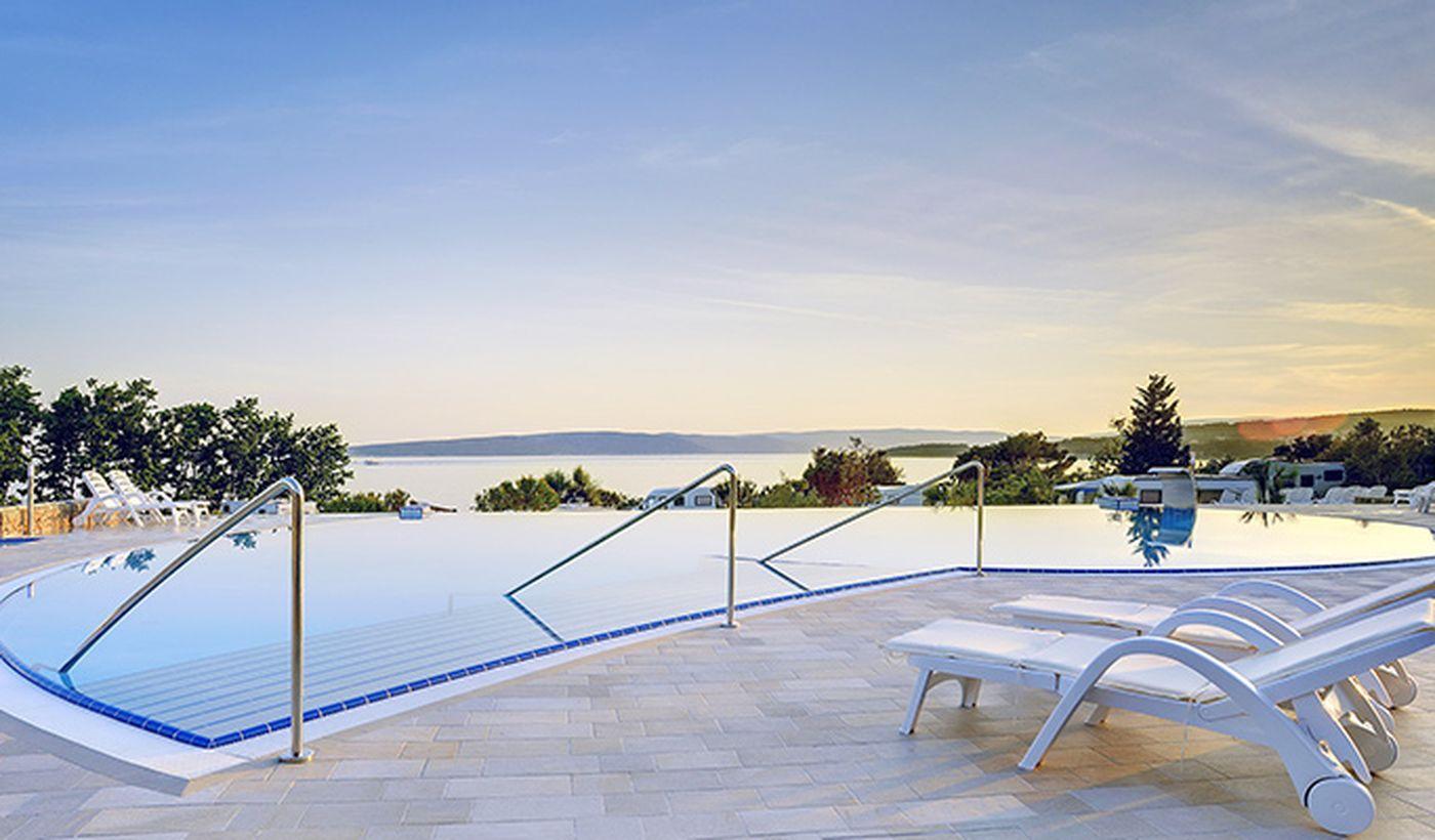 Campeggio con piscina panoramica