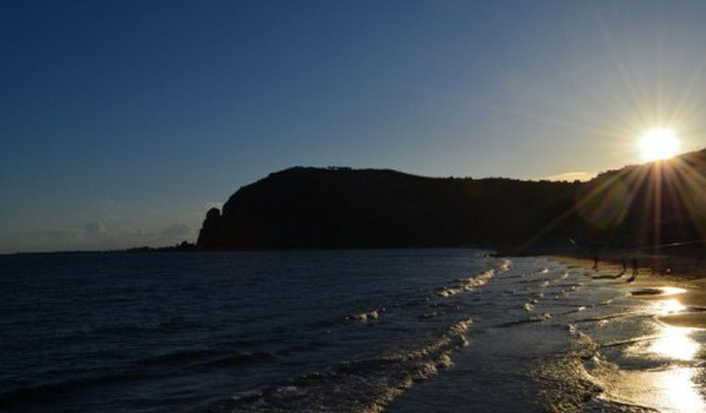 Spiaggia al tramonto nel Lazio