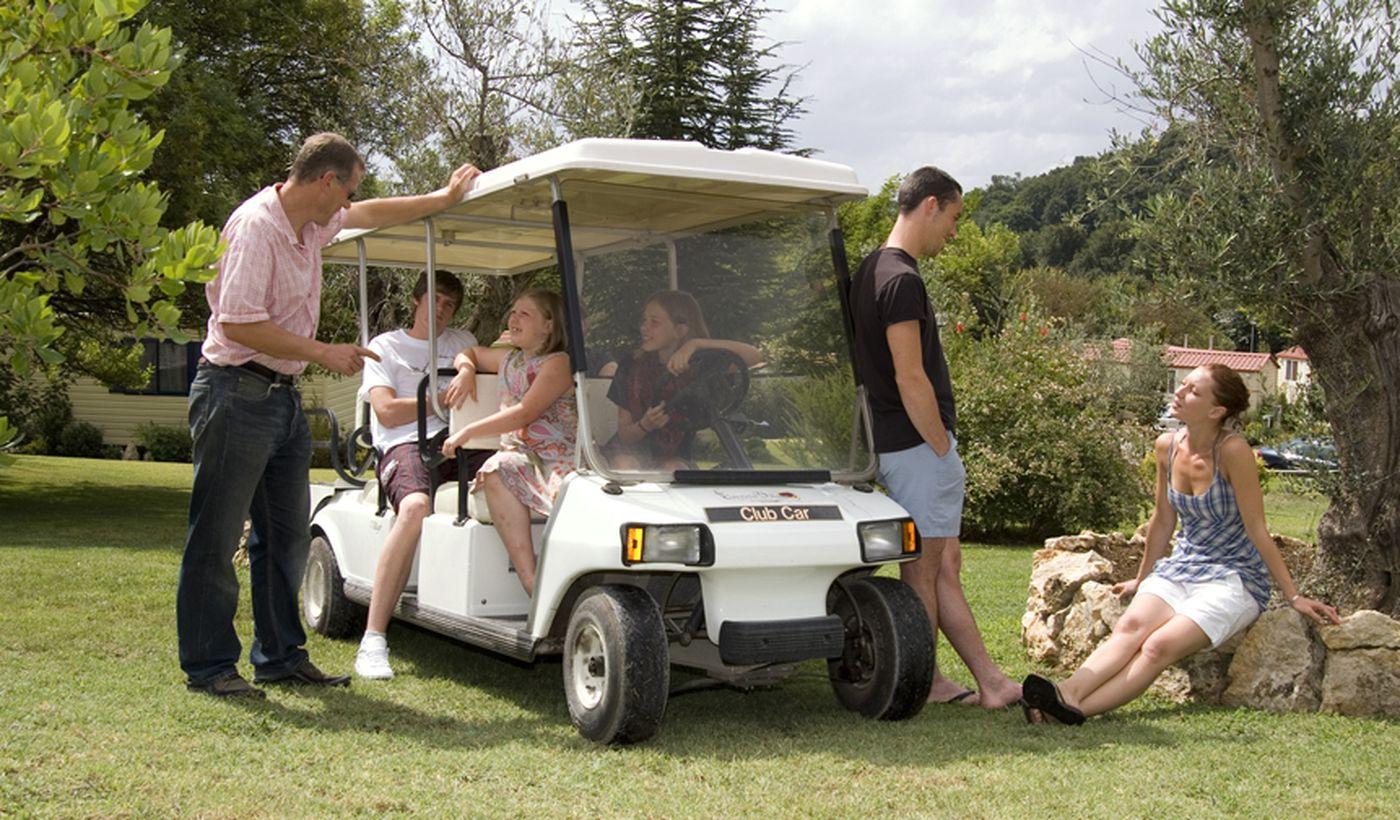 Traslado para los viajes en el camping