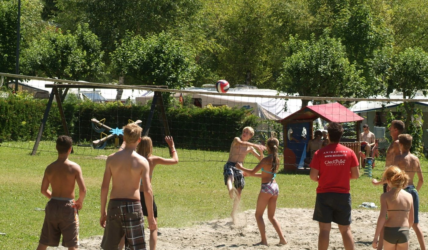 Beach-Volleyball am Strand von Camping al Sole