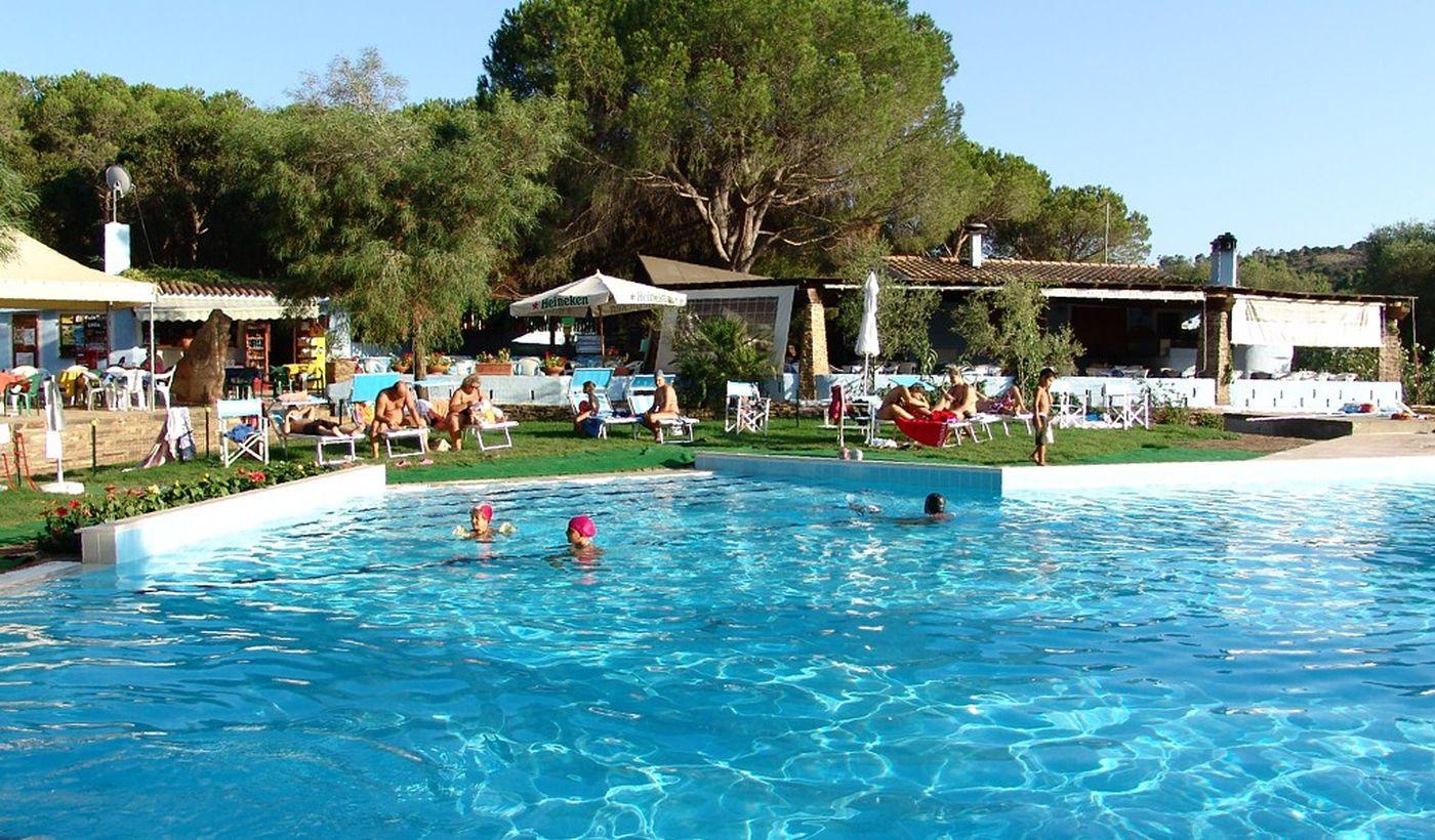 Camping mit Pool in Sardinien