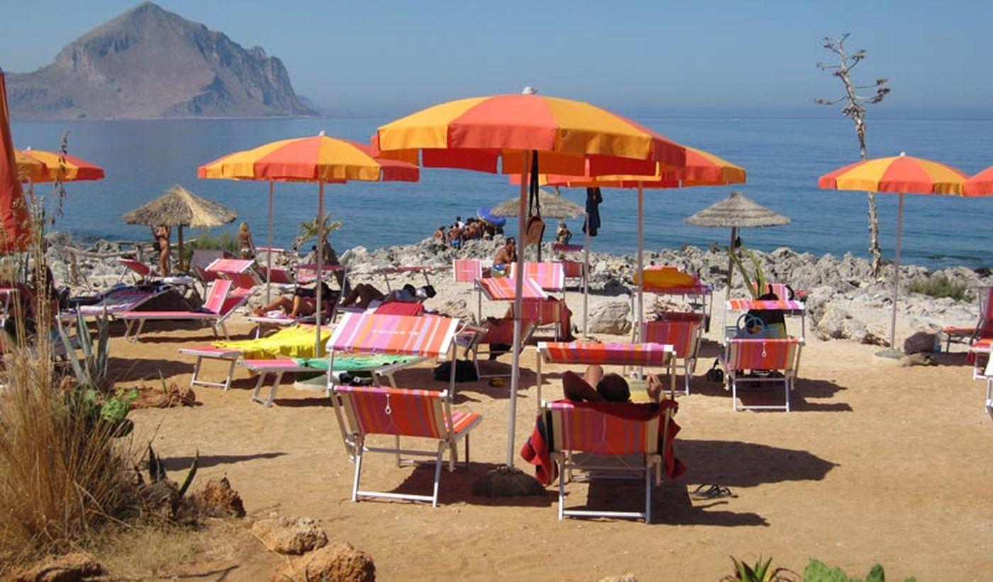 La playa del Camping Village El Bahira