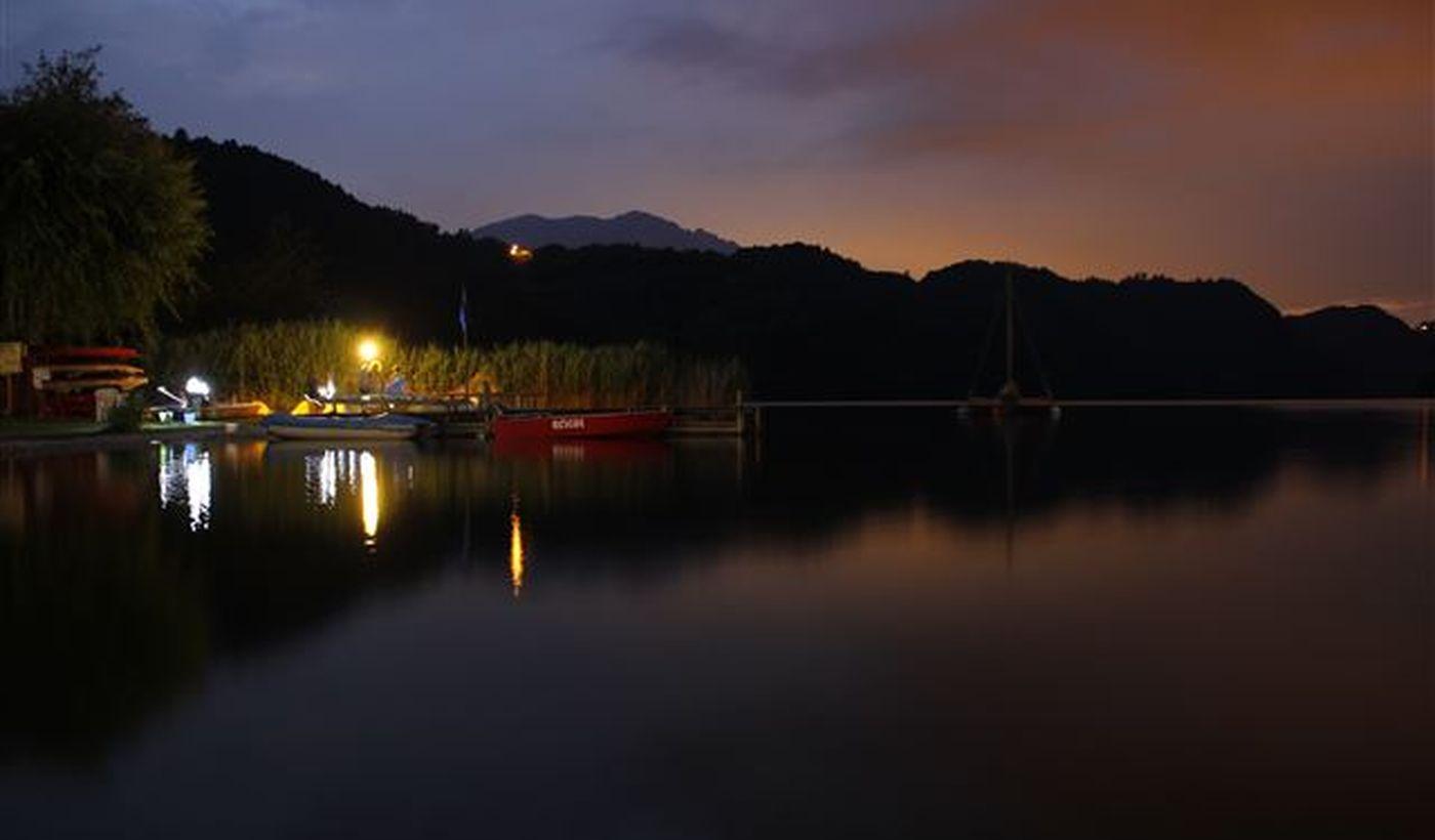 Panorama notturno del Lago di Levico