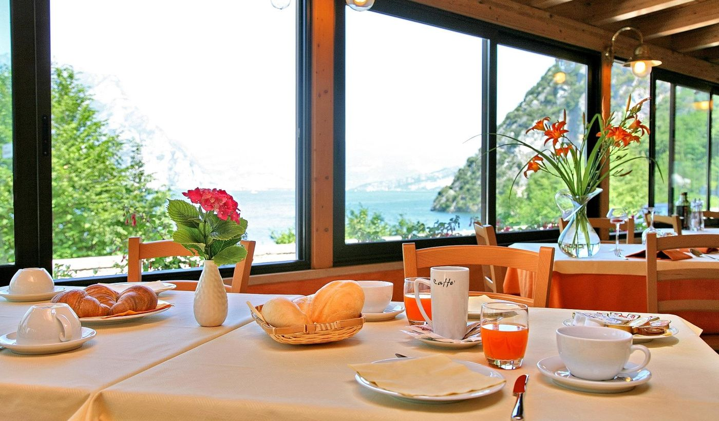 Camping with Restaurant on The Lake Garda