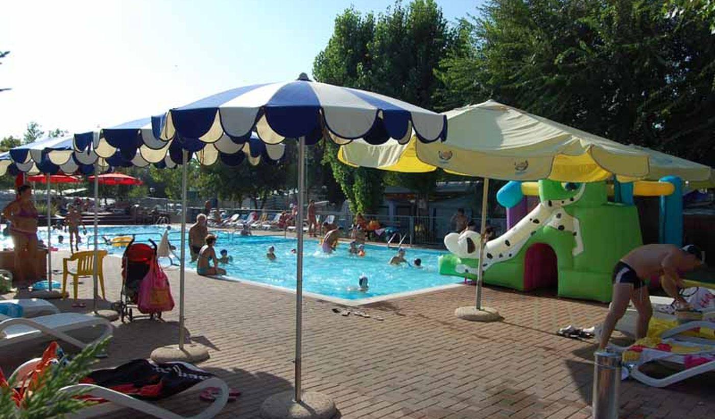 Pool für Kinder und Erwachsene