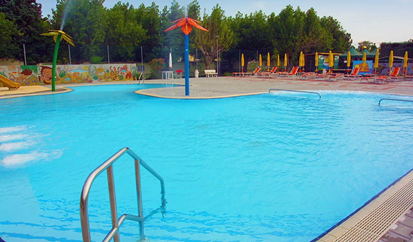 Camping with Swimming Pool in Castelnuovo del Garda