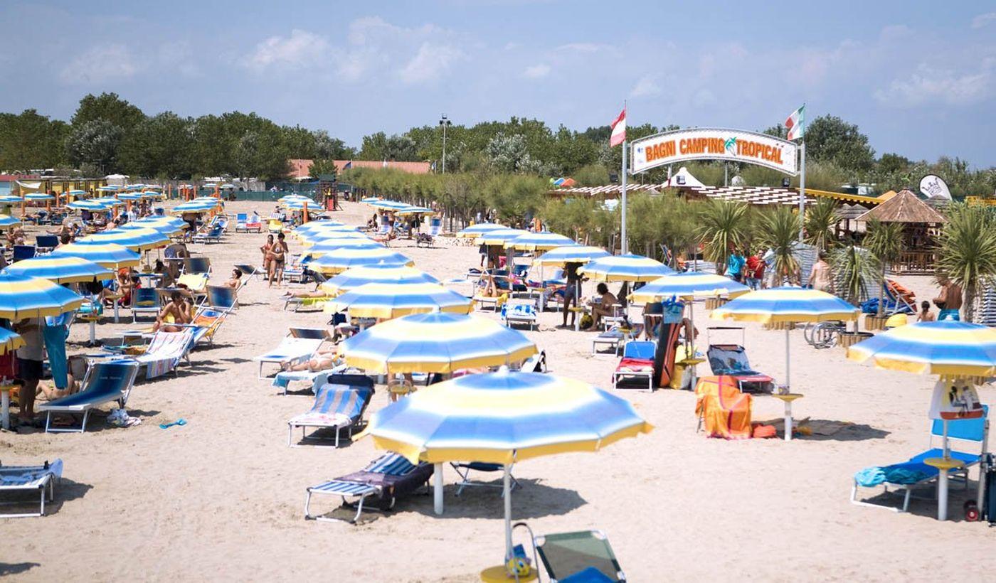 Der Strand von dem Camping Tropical