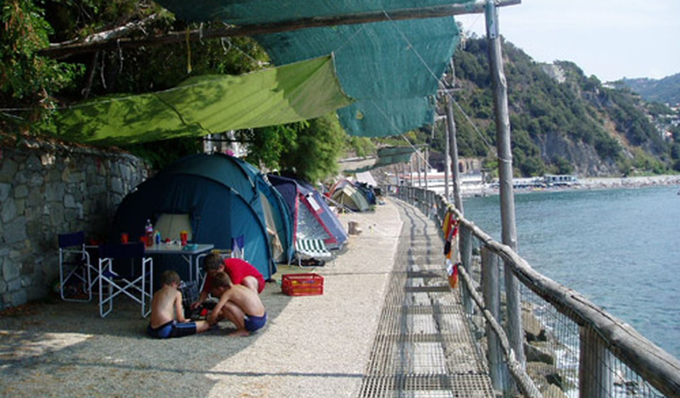 Camping mit Bungalow direkt am Meer in Moneglia