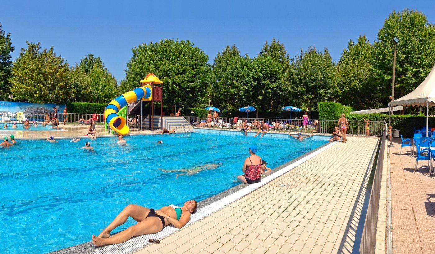 Relax e divertimento in piscina