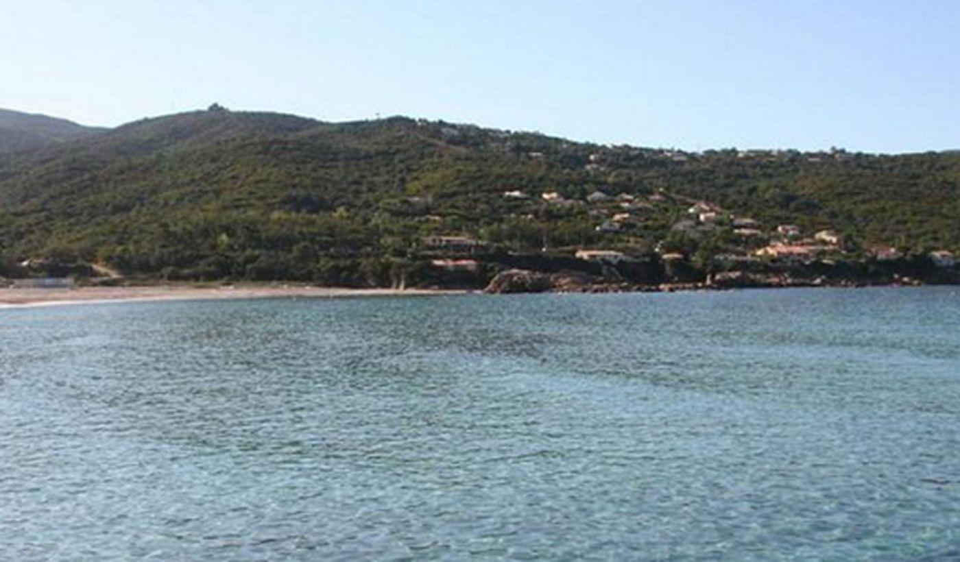 Camping sur la plage en Corse