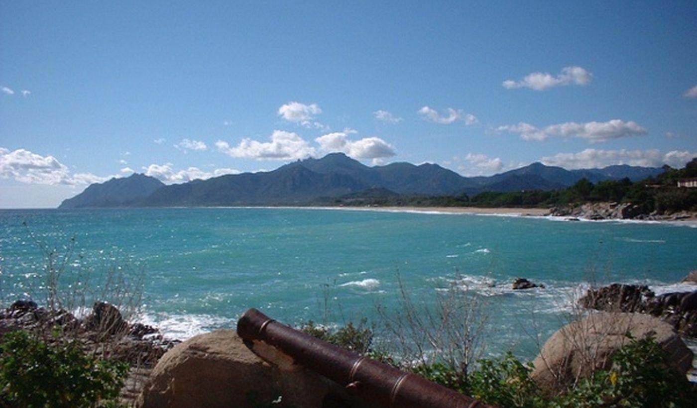 Feriendorf am Meer in Sardinien