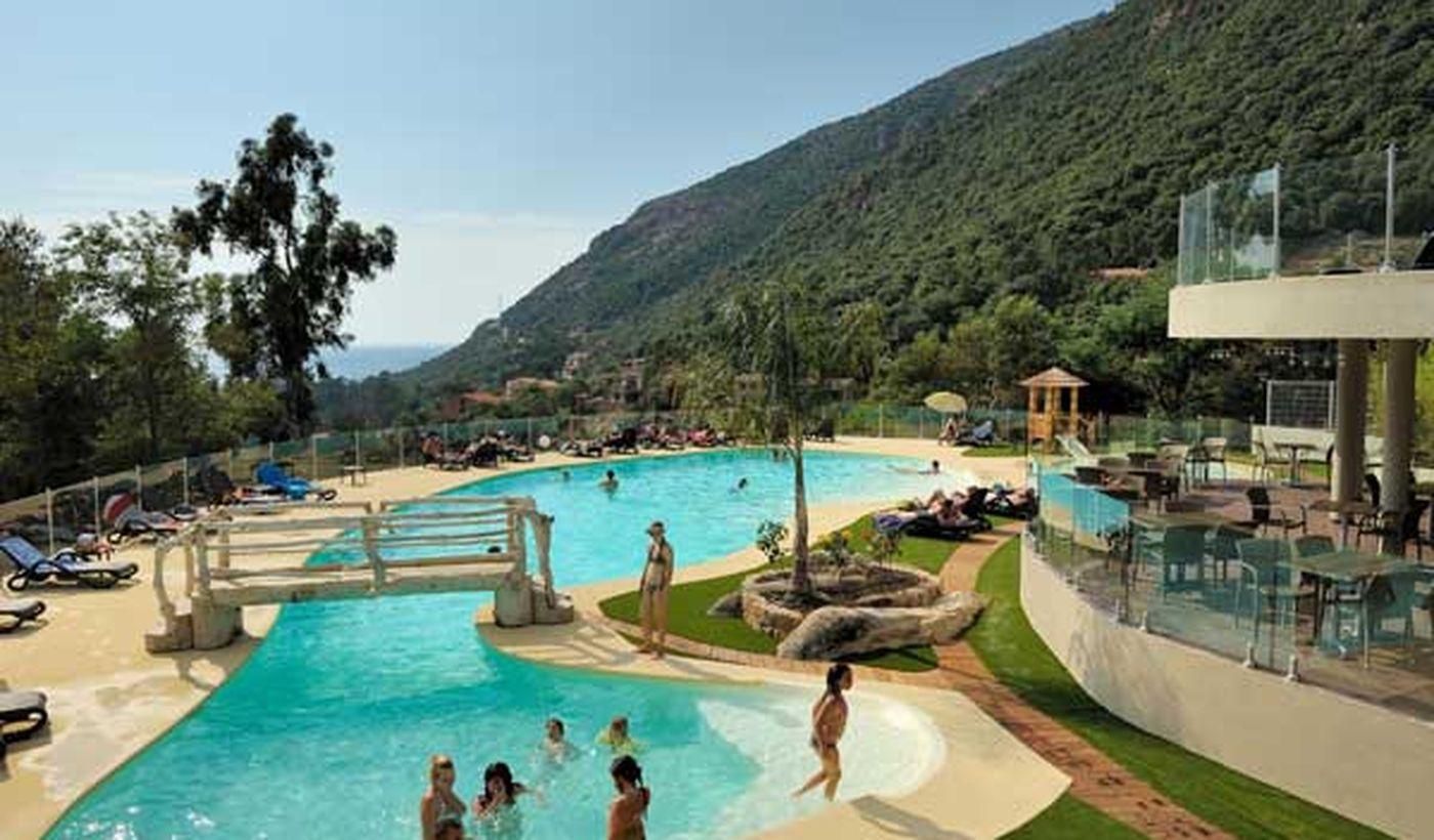 Camping Village avec piscine à Porto, Corse