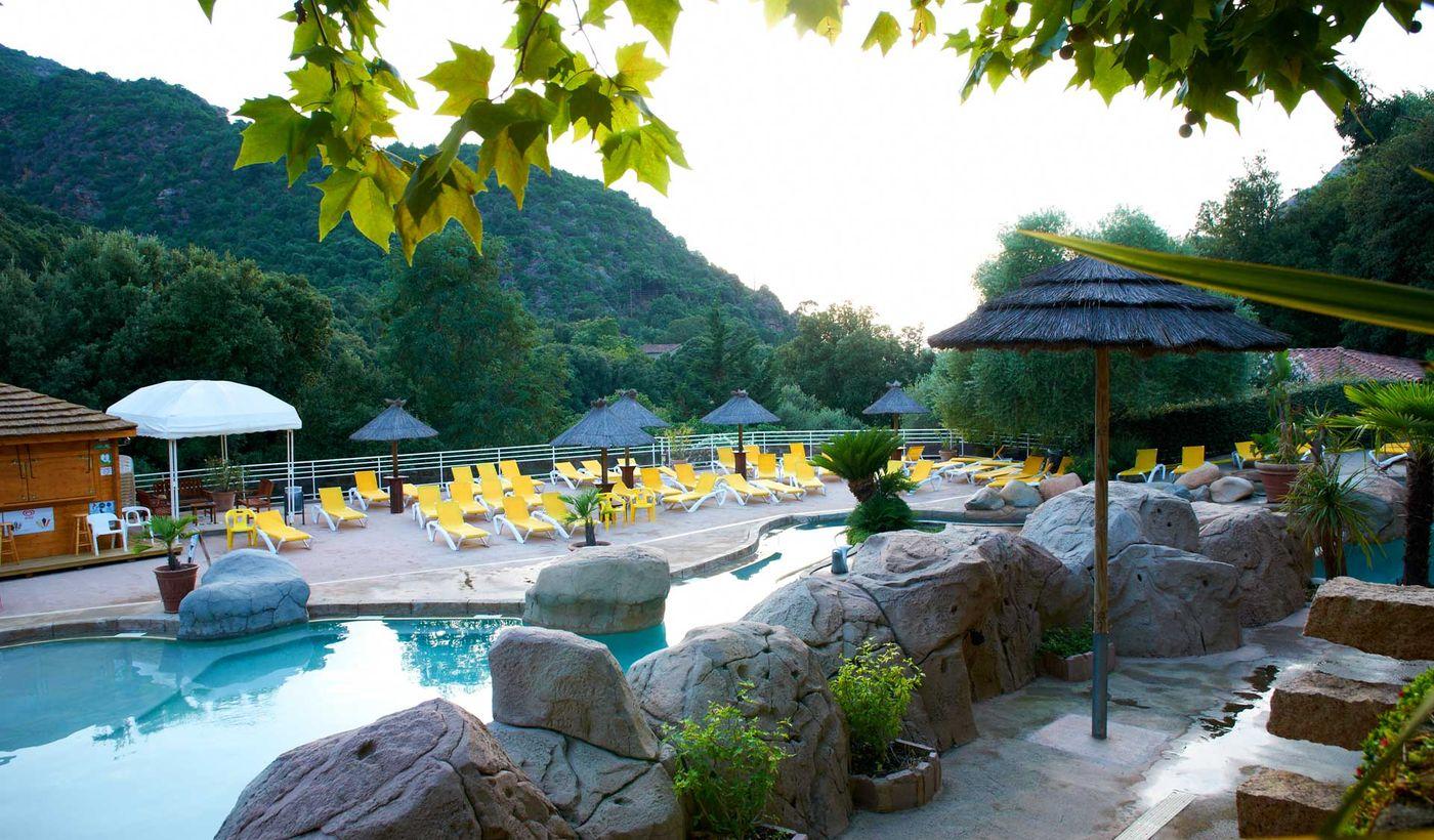 Camping Village avec piscine à Porto-Ota, Corse