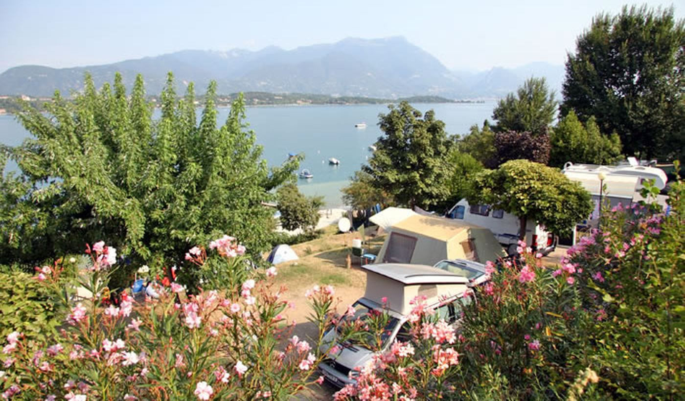 Camping directly on Lake Garda