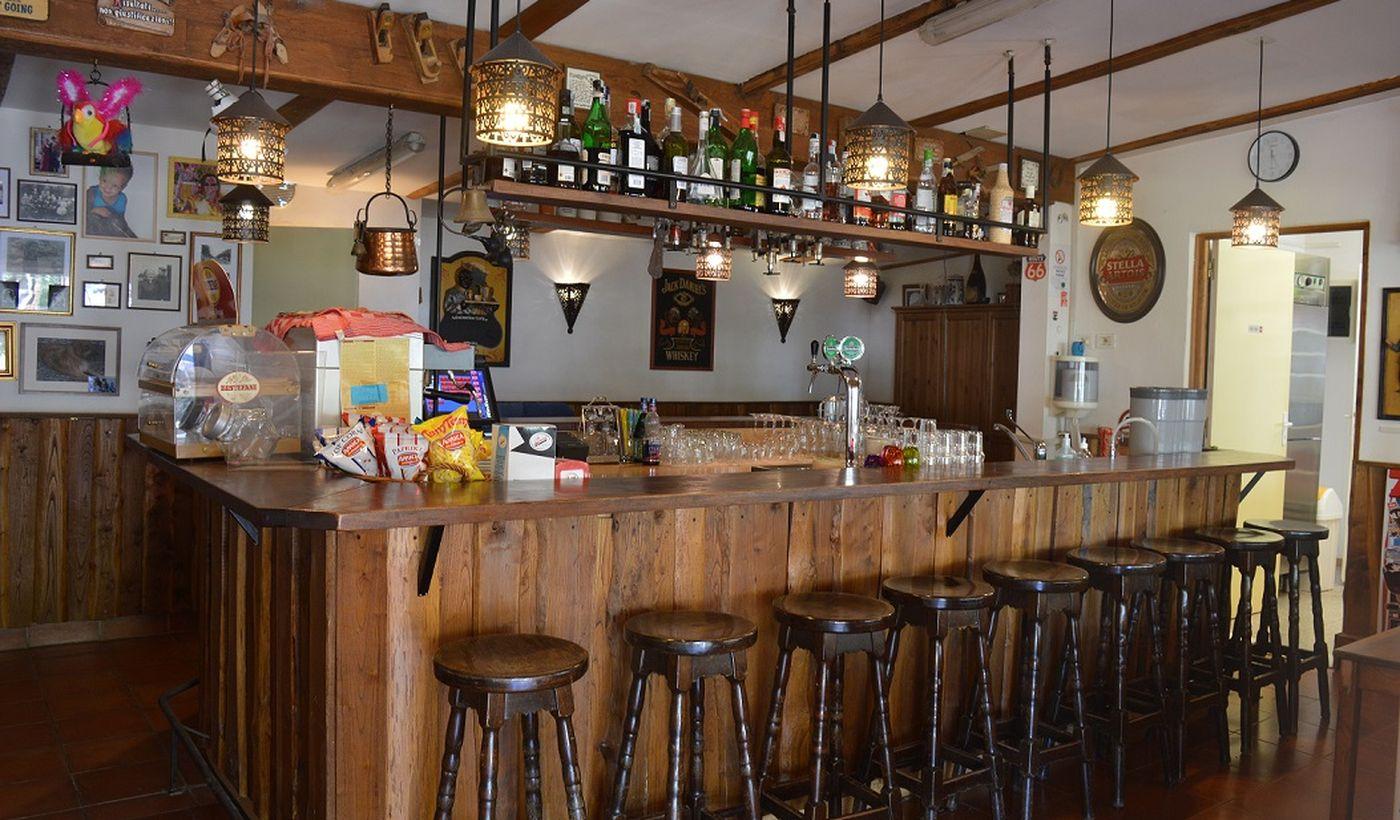 Das Bar des Campings