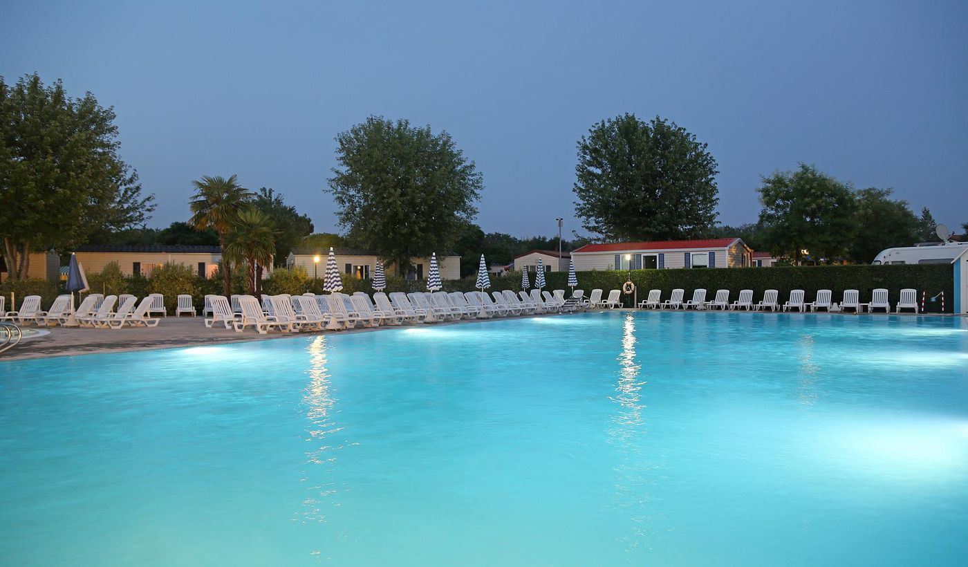 Camping Village with swimming pool in Peschiera del Garda, Verona