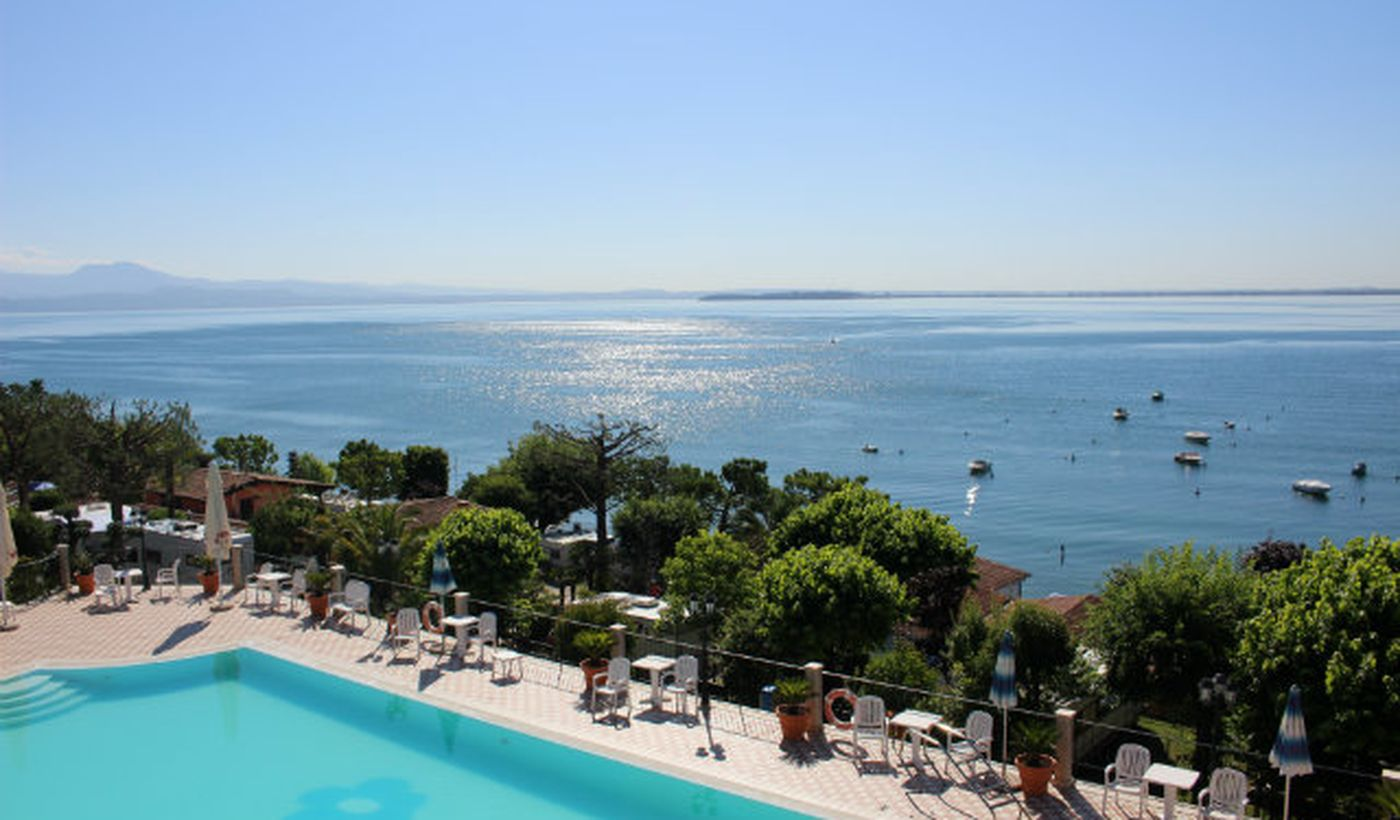 Feriendorf mit Schwimmbad am Gardasee