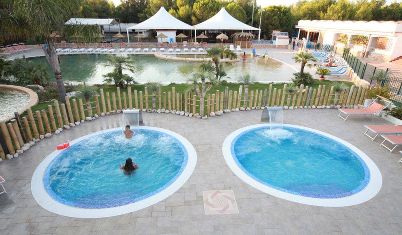 Villaggio con due Vasche Idromassaggio a Rodi Garganico