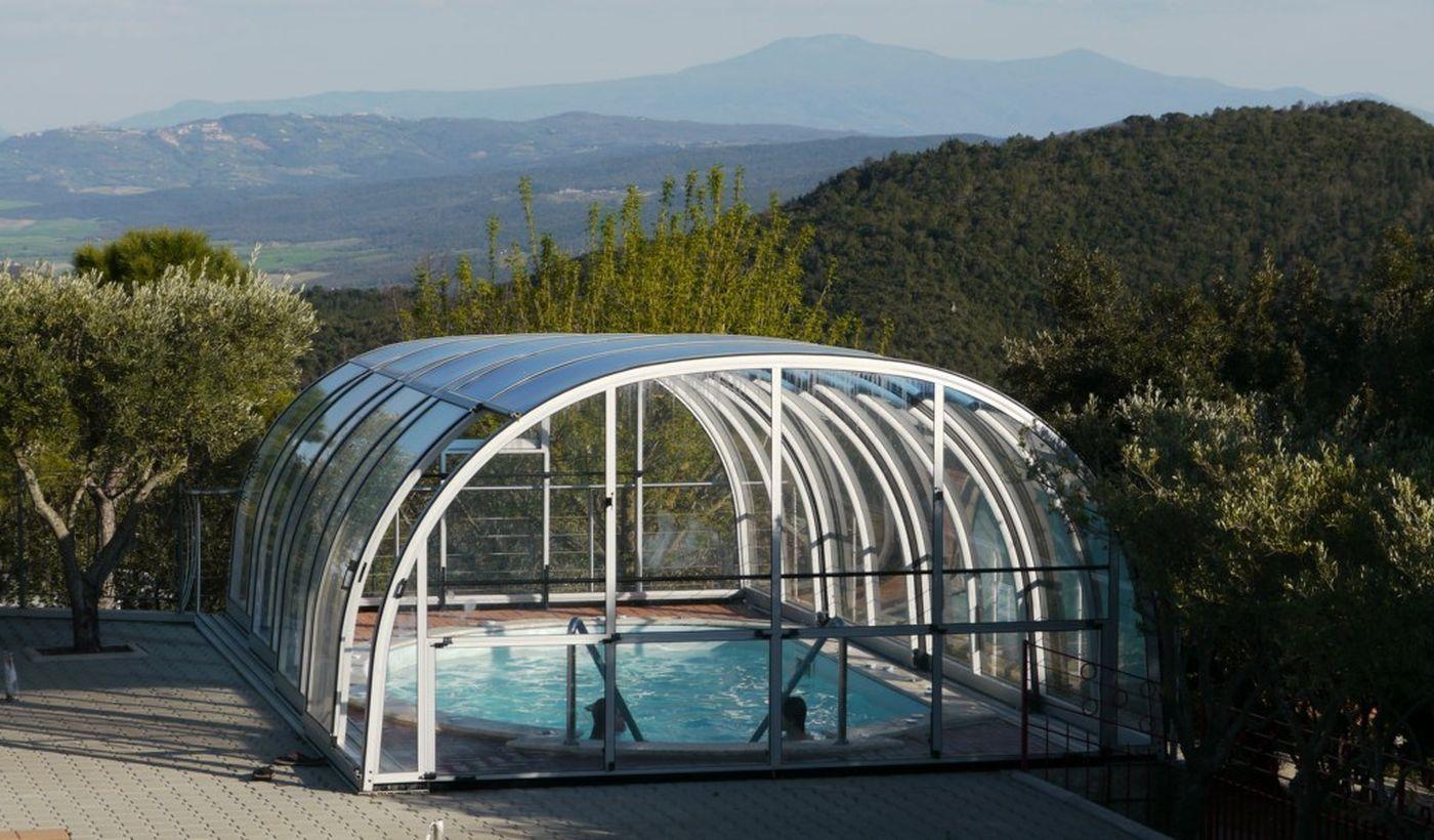 Vasca jacuzzi coperta - con vista su Montalcino