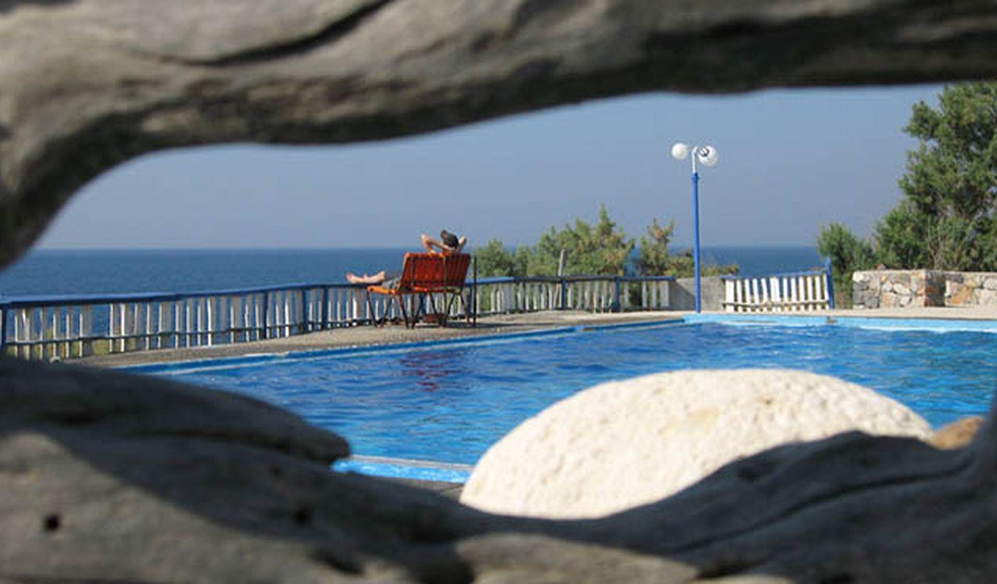 Relax in piscina al Camping Sisi