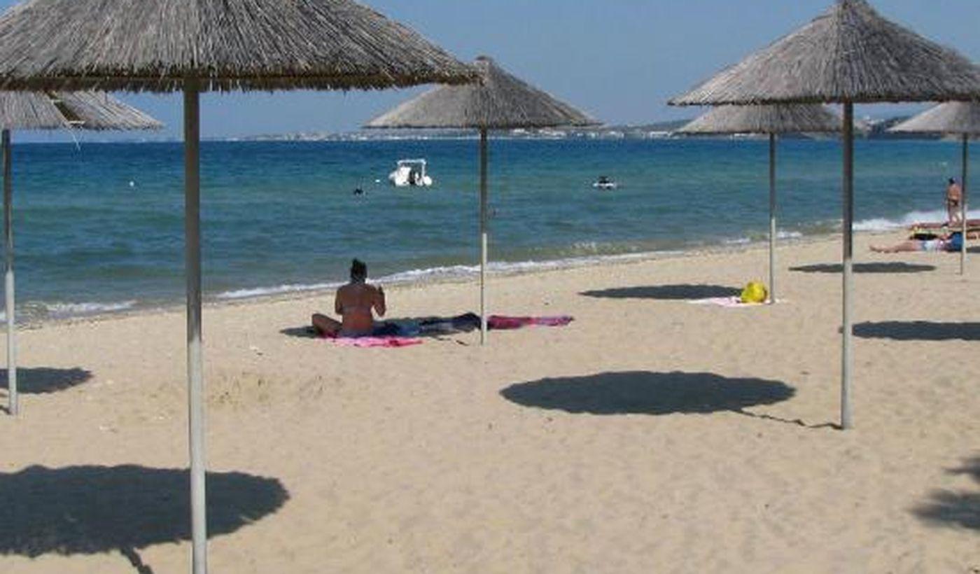 Ouzouni Beach Camping