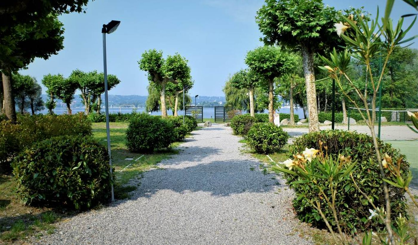 Feriendorf in Angera, Varese
