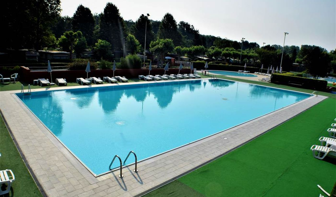 Feriendorf mit Pool in Angera, Varese