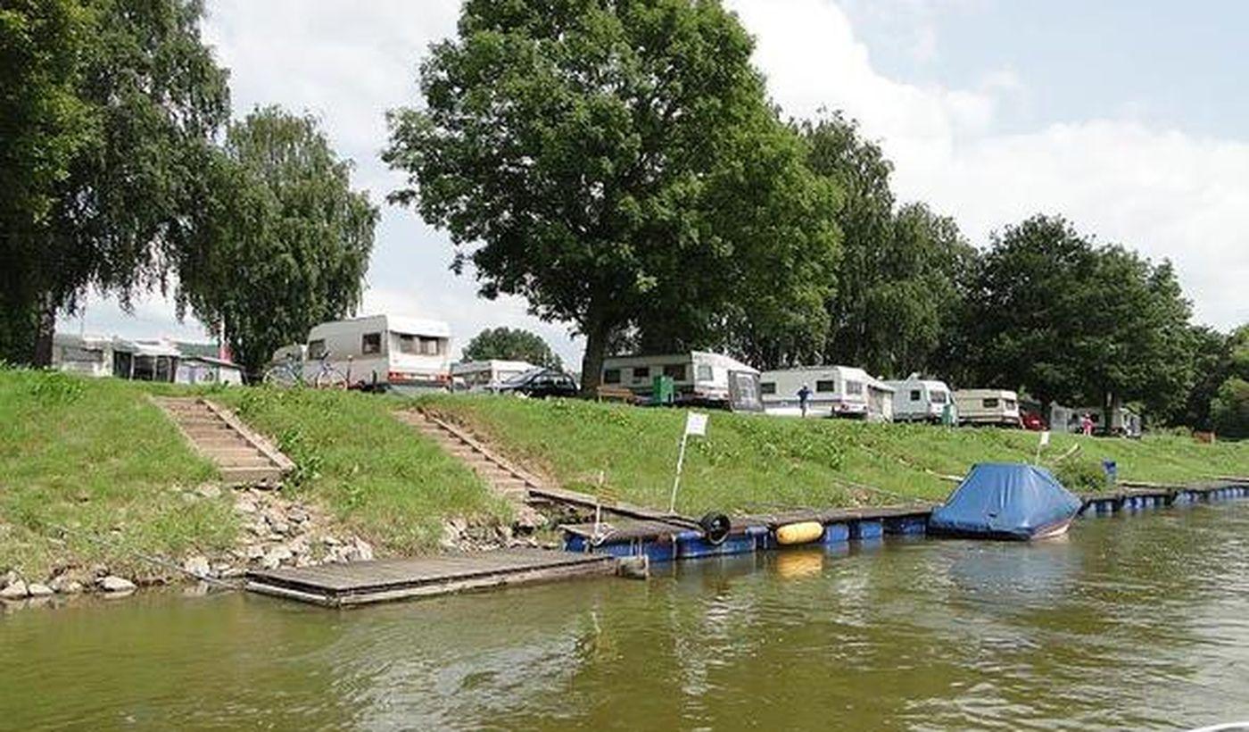 Campen am Fluss