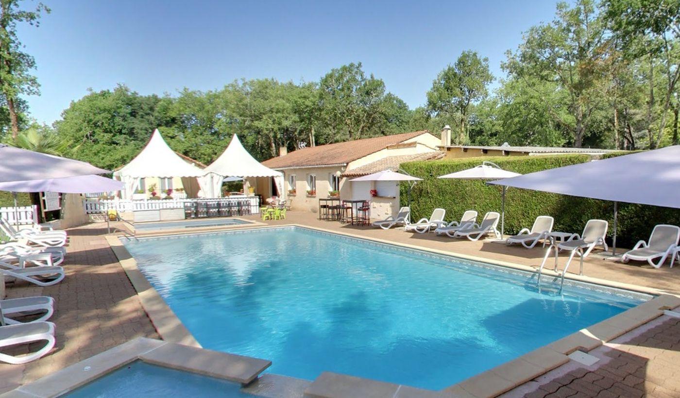 """La piscine du Camping """"La Chêneraie"""""""