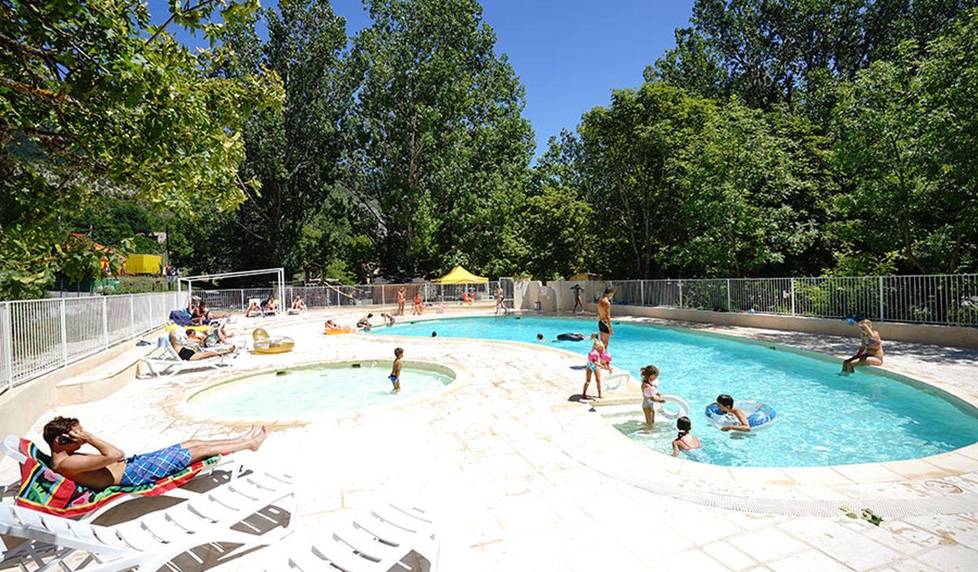La piscine du Camping Chasteuil Provence