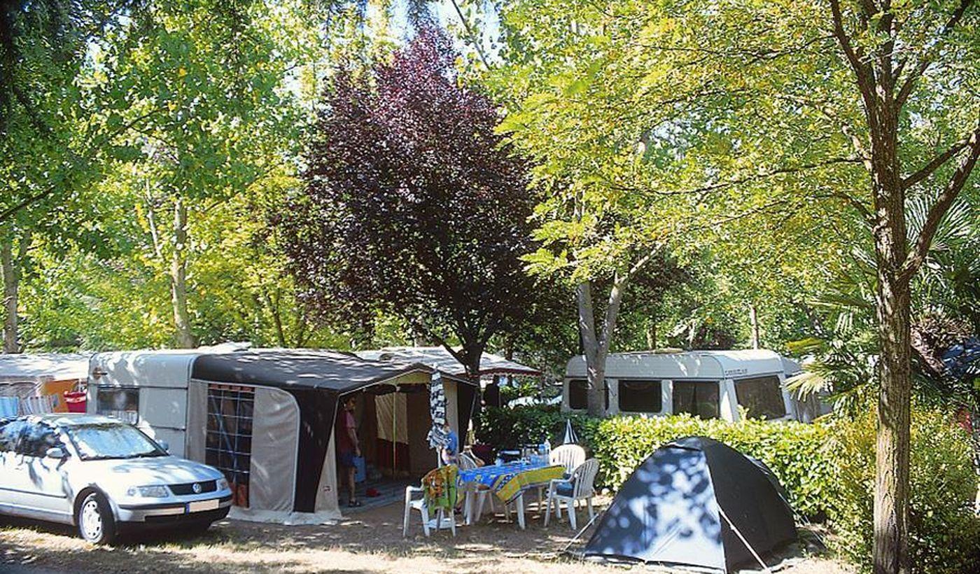 Le terrain du camping Les Fauvettes