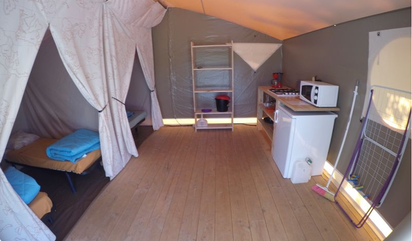 Location des tentes Lodge pour quatre personnes du Camping Acacias