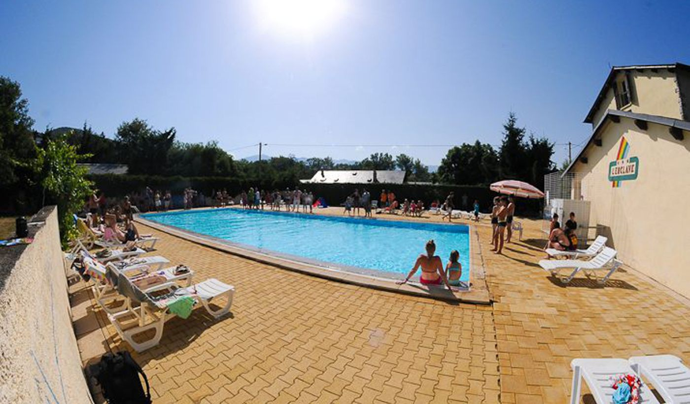 La piscine du Camping L'Enclave