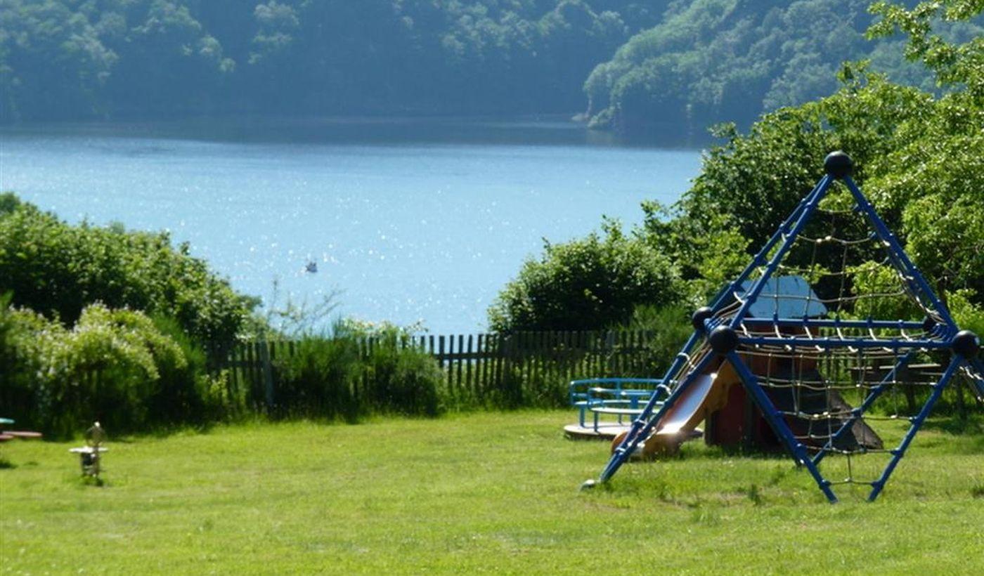 Aire de jeux du Camping le Lac de la Siauve