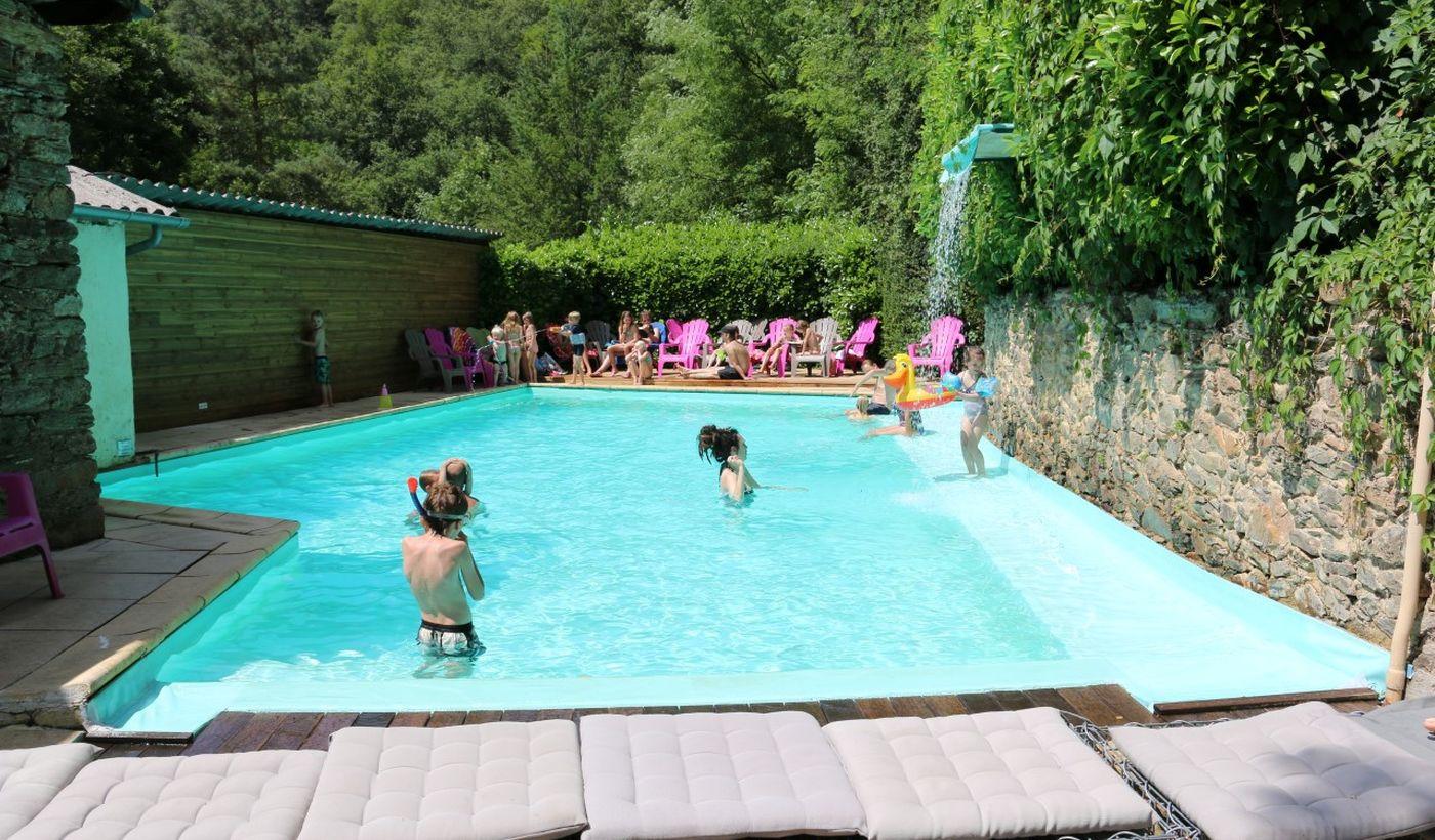 La piscine du Camping Moulin de Chaules