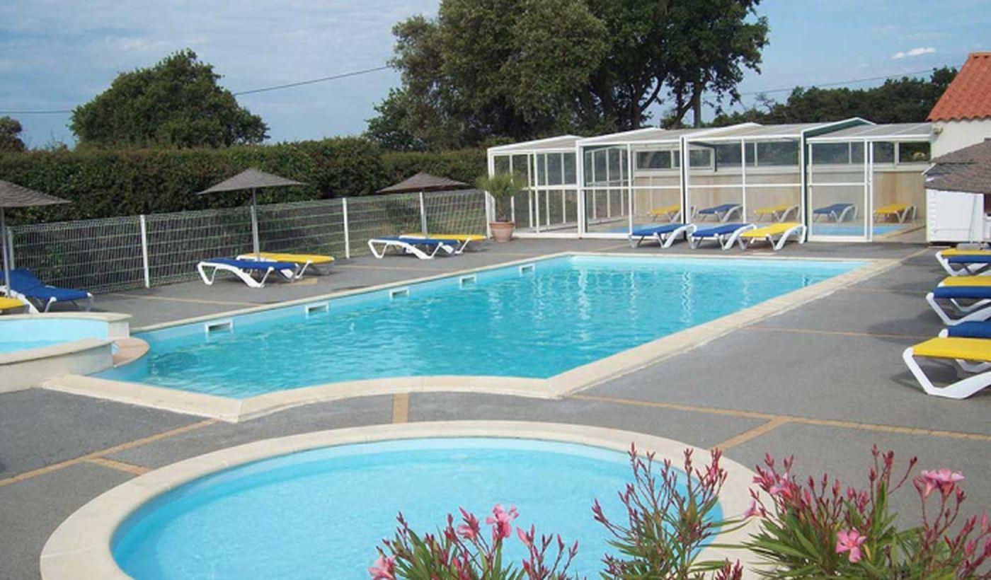 La piscine du Camping Le Roc