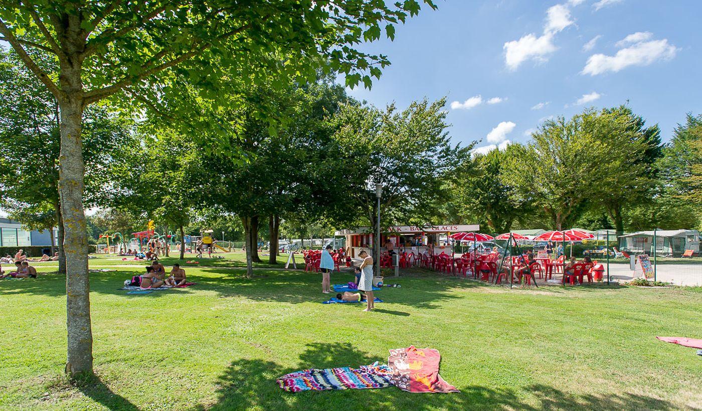 Camping et Base de Loisirs La Plaine Tonique