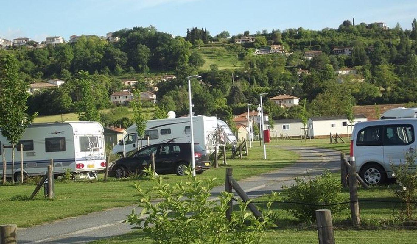 Camping près du village médiéval de Pujols