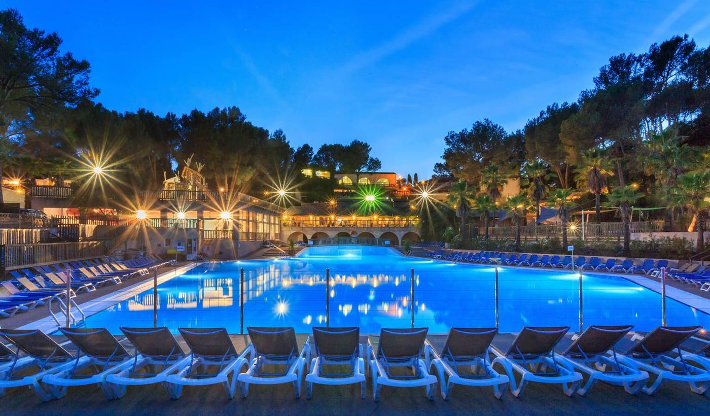 5-Star Resort & Spa Holiday Green