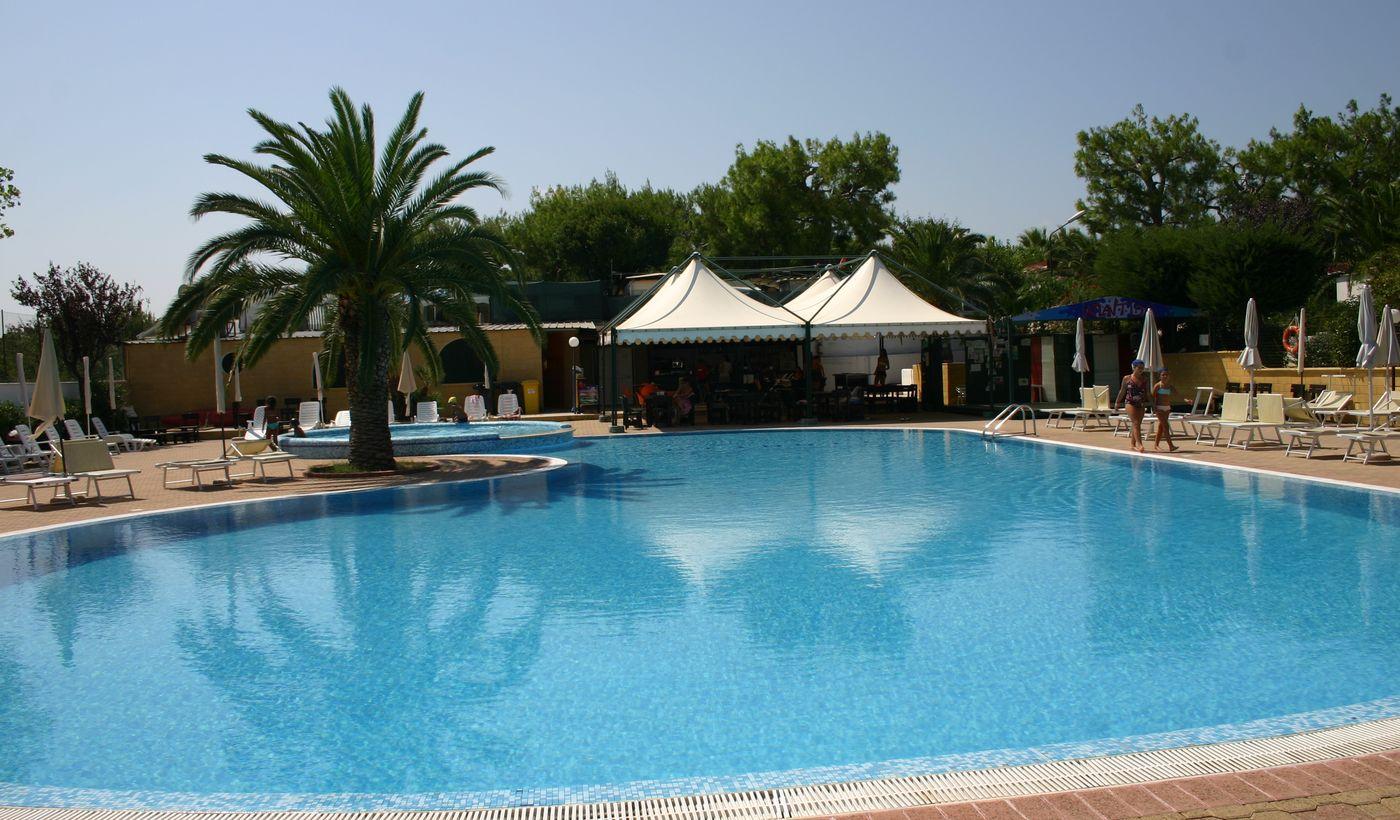 Camping Residence con piscina in Puglia