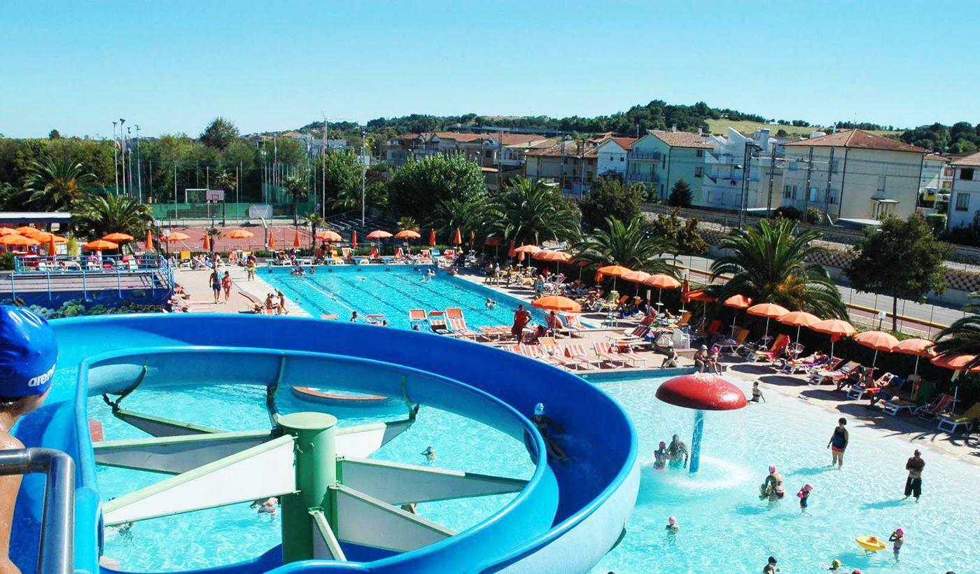 Feriendorf mit Pool