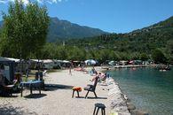 Camping con piazzole direttamente sul lago