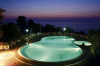 Village Hotel mit Pool in Kalabrien