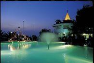 Der Pool auf dem Village Hotel